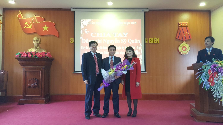 Lãnh đạo Sở Giáo dục và Đào tạo chia tay đồng chí Nguyễn Sỹ Quân